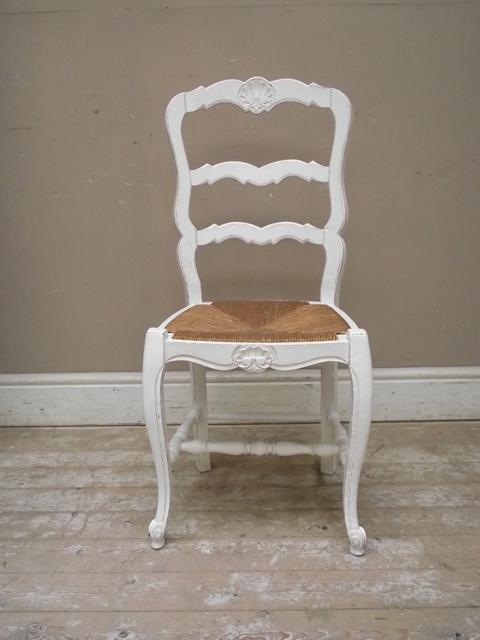 francuskie krzesło