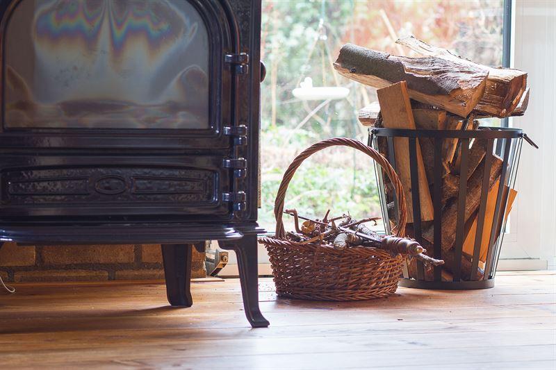 Jak właściwie dbać o kominek w domu?