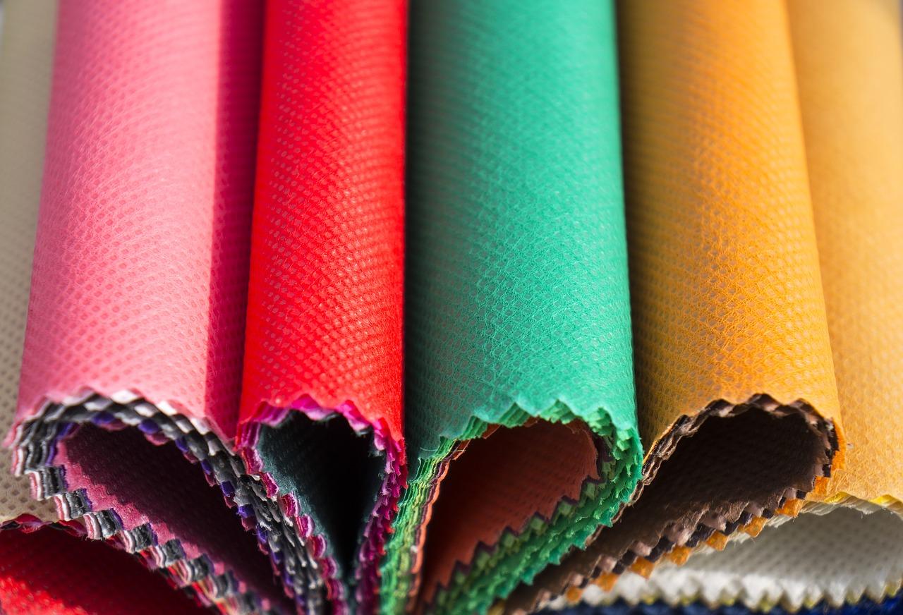 Do czego wykorzystywane są włókniny oraz tkaniny techniczne? Dowiedz się, czym jest włóknina Spunbond